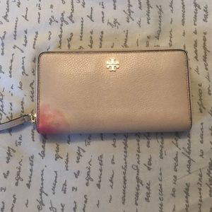 Tory Burch X-Large Leather Wallet